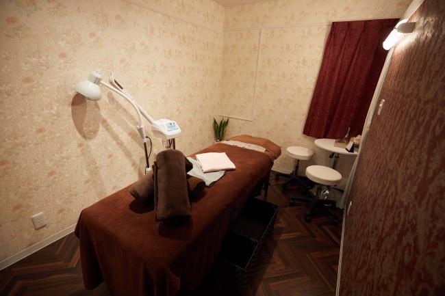 施術室は6部屋。 ゆったりとした空間と風水調整による色使いで視覚的にも心地よい空間を整えています。