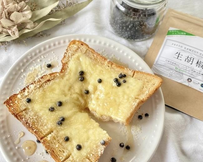 ハニーチーズトースト×生胡椒の塩漬け