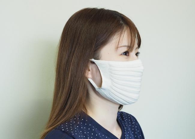 夏場も涼しく使えるニット製のプリーツマスク。完全無縫製のため縫い目が肌に当たりません