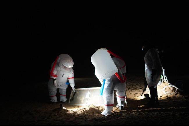 鳥取砂丘での月面宇宙飛行士体験、実証実験の様子