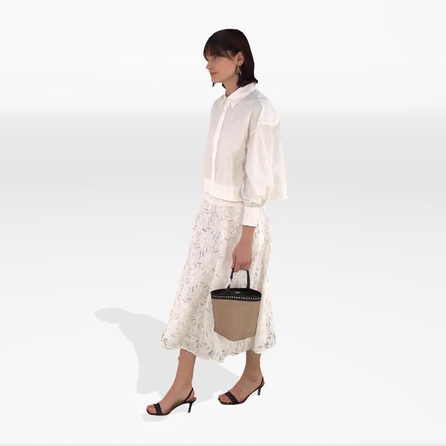 Blouse ¥31,900 Skirt ¥57,200