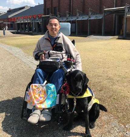 平野氏と介助犬ピースケペア