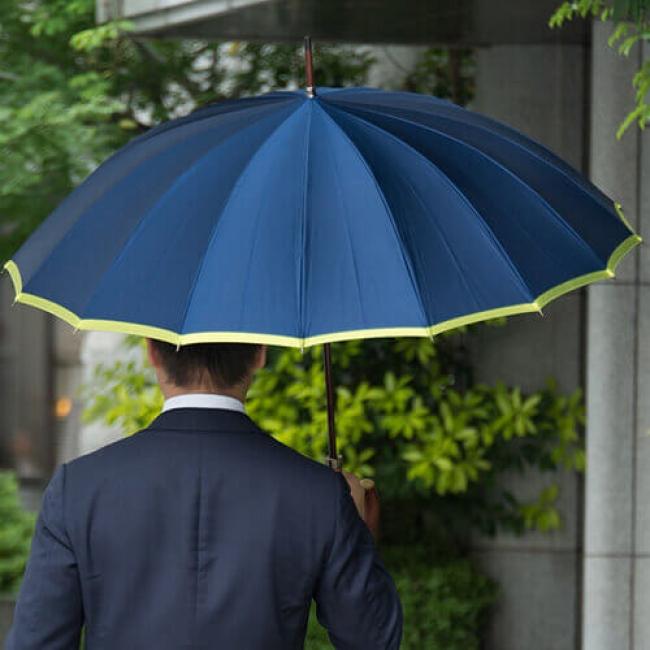 皇室御用達の傘を手掛ける職人の心遣いと技に支えられた美しさ