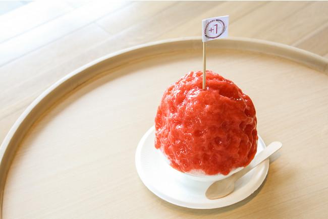 イチゴのまん丸かき氷