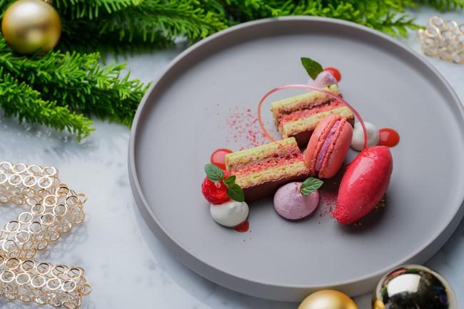 苺とピスタチオのガトーオペラ  苺のアイスクリーム
