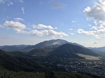 箱根外輪山からは大涌谷や芦ノ湖の展望が広がる