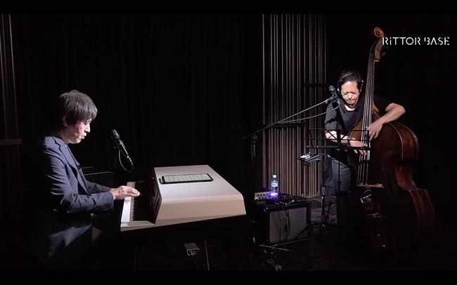 青柳誠(ピアノ)、納浩一(ベース)によるライブ配信が無料視聴可能。