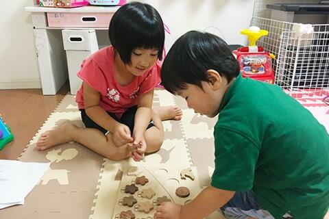 共同開発おもちゃで遊ぶ子どもの様子