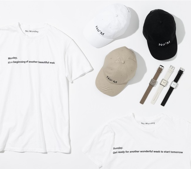 Tシャツ各¥5,500(税込み)CAP各¥3,850(税込み)時計各¥18,700(税込み)