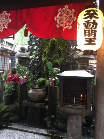 法善寺横丁の水かけ不動さん(イメージ)