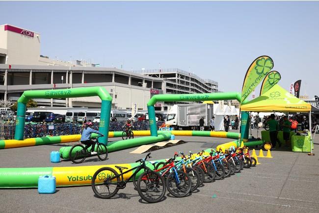 ペダルのついたキッズバイクコーナーではヨツバサイクルが試乗コーナーを設置