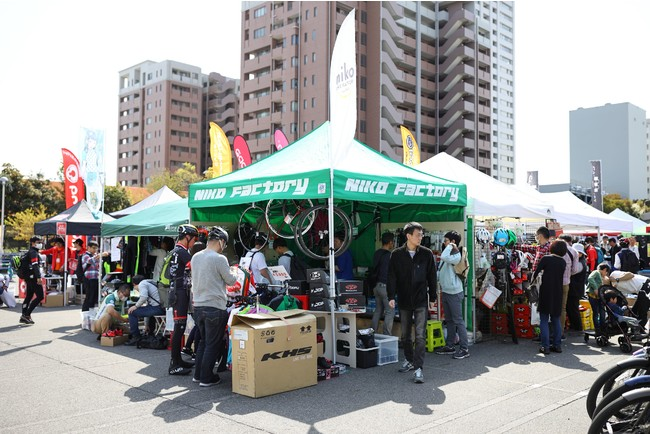 サイクルショップのブースではお買い物が楽しめます!