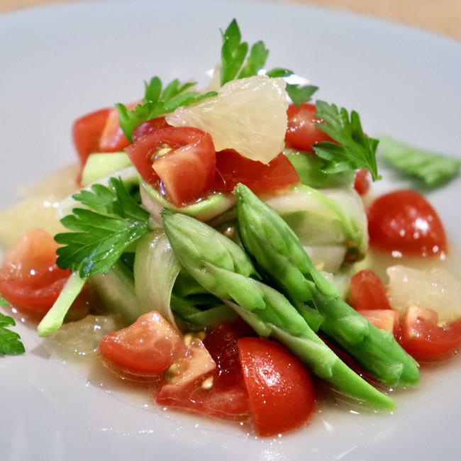 アスパラガスの冷製パスタ仕立て 日向夏みかんとフレッシュトマトのソース
