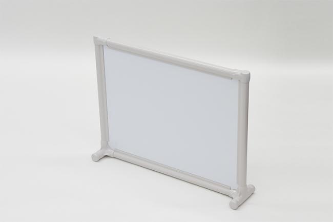 <パーソナルスペース 白板パネルタイプ> ●品番:EPS-6045 W ●サイズ:間口668×奥行140×高さ518mm ※パネル:白板