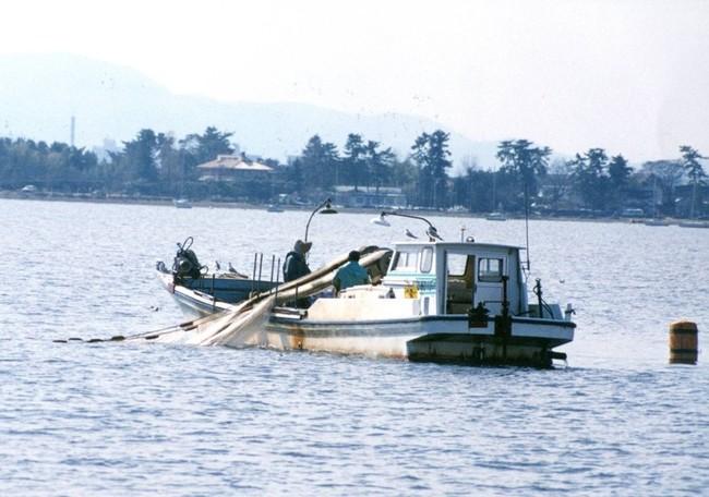 沖びき網漁船
