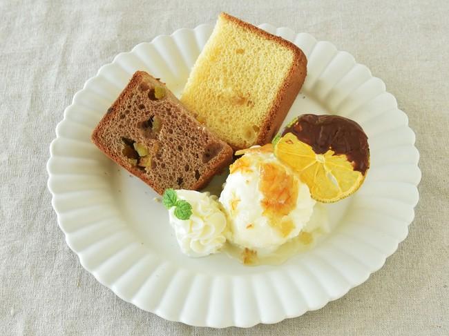 2種のシフォンケーキが楽しめる贅沢プレート。ピールがしっかり香ります。