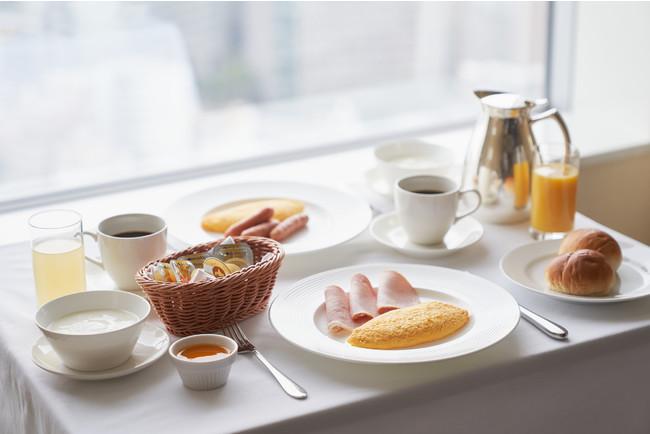 朝食はルームサービスのアメリカンブレックファスト(イメージ)