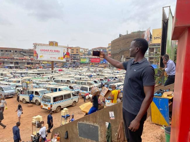 ウガンダの撮影風景です。