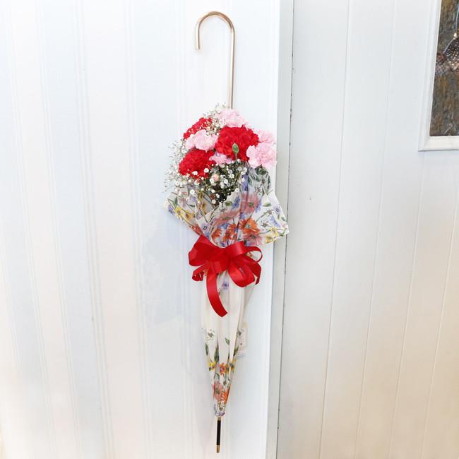 カーネーション入りアンブレラブーケ(母の日バージョン)6,380円(税込)