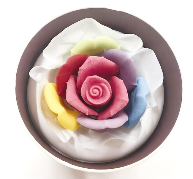 レインボーバラの花言葉「無限の可能性」