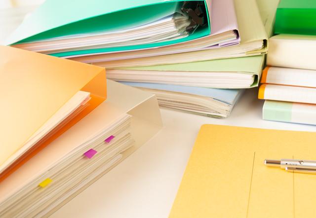 登録衛生検査所には150ページ以上にもおよぶ精度などの管理に関する書類を作成する必要があり、1つ1つ保健所が審査を行う。