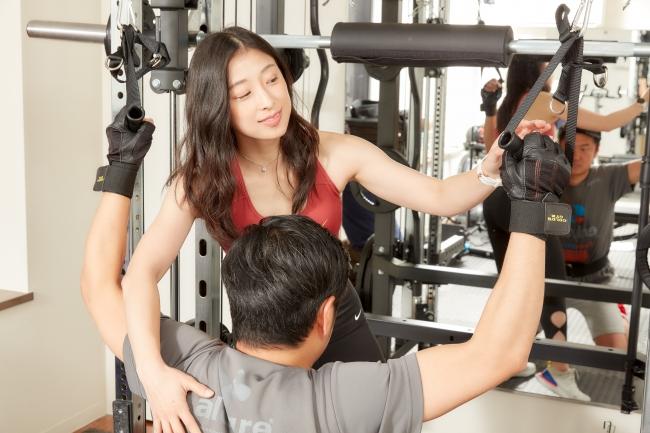 女性だからと言って甘く見ないでください。気になる部位に効かせる筋トレを徹底指導