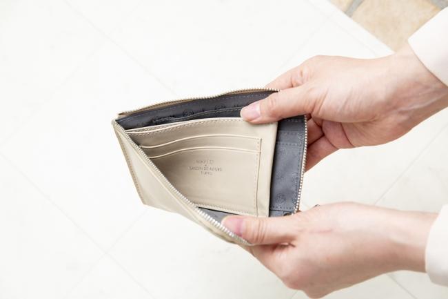 内ポケットには、さりげなくRIKACO×SALON DE ALFURD TOKYOの箔押しを施した。