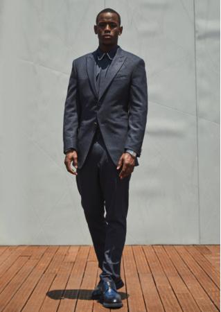 カスタムスーツ,シャツ,シューズを着用 (C)Louis Vuitton