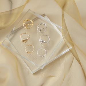 ノットリング ¥1,870(税込) ミドルノットリング ¥2,090(税込) W ラインクロスリング ¥2,310(税込)