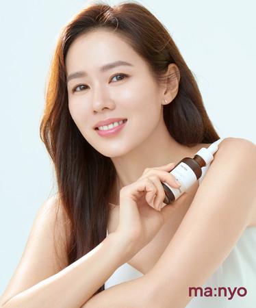 「魔女工場」の専属モデルは人気女優ソン・イェジン。透明感ある美肌はブランドのイメージにぴったり!