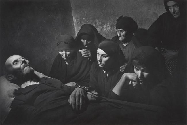 通夜,スペイン,1950年 (C) 2017 The Heirs of W. Eugene Smith