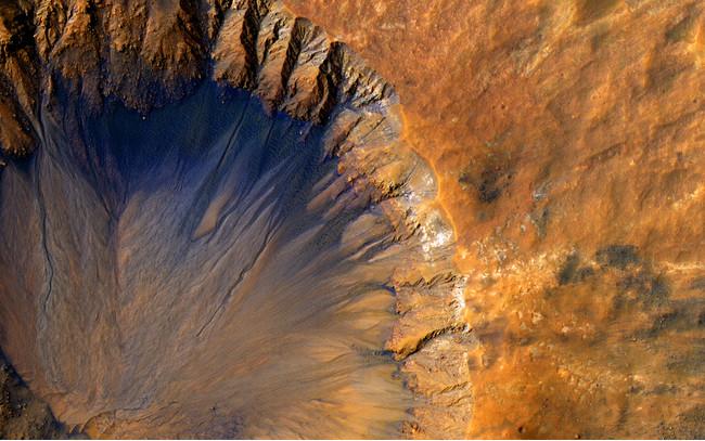 火星探査機マーズ・リコネッサンス・オービターがとらえた火星のクレーター