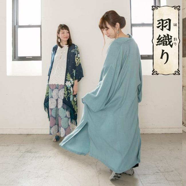 左:花錦カーデ¥3,780、右:着物ふり羽織¥6,264