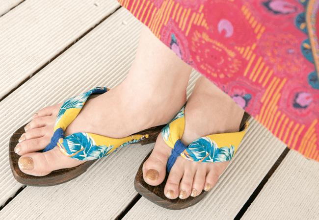 Karan冒号凉鞋(全部四种颜色)1,500日元(不含税)