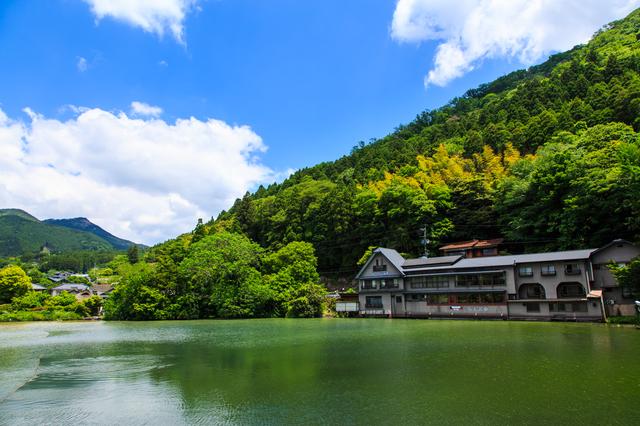 湯布院のシンボルである「金鱗湖」