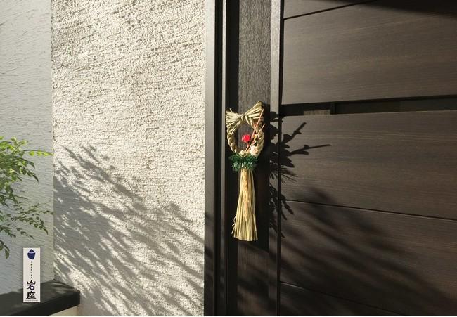 玄関やドアの正面はもちろんキッチンなどの裏口には小さいお飾り