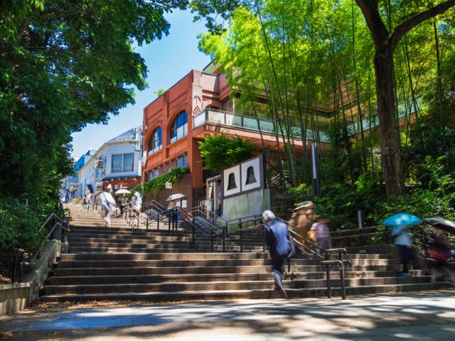 井の頭恩賜公園は、東京都武蔵野市と三鷹市にまたがる都立公園