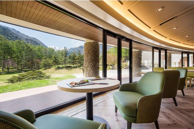 ANA ホリデイ・インリゾート信濃大町くろよん2階に位置する「ボタニカ」レストランから北アルプスの山々を絶景を望むことができ、朝食からディナータイムまで大町の自然を体感しながらカジュアルダイニングを満喫いただけます。