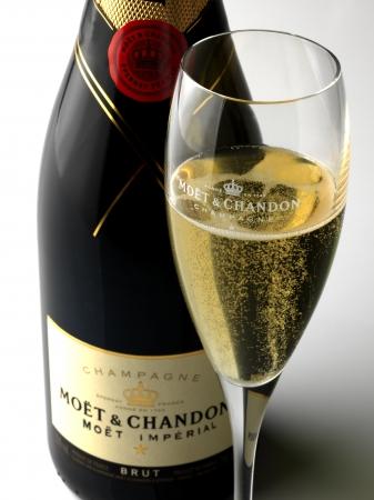 飲み物はインクルーシブで、そのなかにはMOËT & CHANDON(1グループ3名以上に1本)のボトルも含まれている