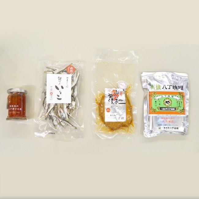 (一例)6月の「発酵サブスク!」商品左から10%Iam(滋賀県)無添加のキムチ漬けの素、やまくに(香川県)銀付いりこ、あら与(石川県)ふぐの子ぬか漬け、まるや八丁味噌(愛知県)有機八丁味噌