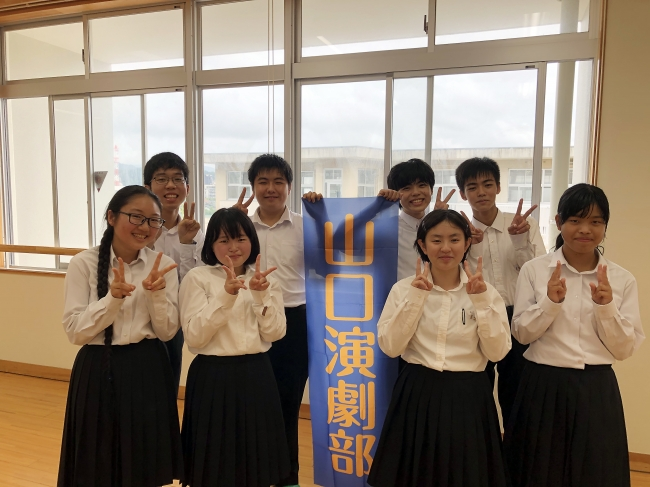 中原中也の詩を朗読する山口高校演劇部