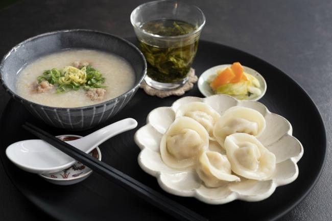 Hong Kong Hot Pot Cafe 甜蜜蜜 香港粥と薬膳水餃子2種のセット