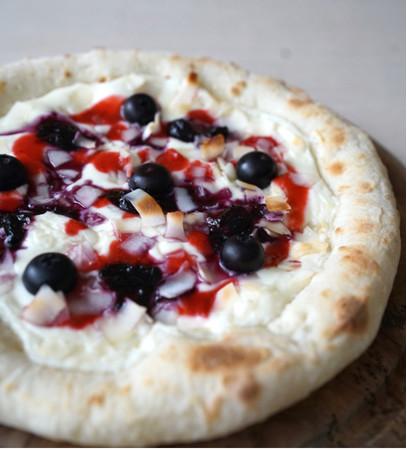 ブルーベリーとココナッツのピザ
