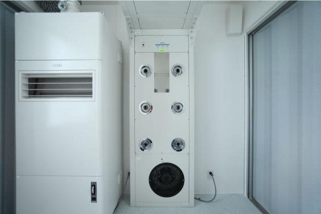 HEPAフィルター内蔵のエアシャワーと陰圧ユニット