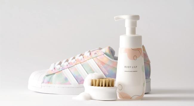 すすぎ不要の洗い流さないシューズシャンプー「ROSY LILY プレミアムシューズシャンプー」が伊勢丹新宿に登場