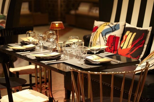 フィリップ・スタルク氏デザインによるテーブルセット