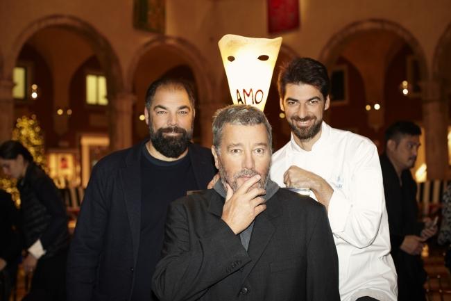左からラッファエーレ・アラジーモ氏、マッシミリアーモ・アラジーモ氏、フィリップ・スタルク氏