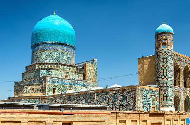 シルクロードの古都である「青の都」サマルカンドは、町全体が世界遺産に登録されています。