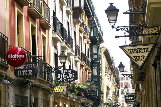 かつてスペイン王家の避暑地だったサン セバスティアンでは、美食に加えてビーチや町の美しい景観も楽しめます!