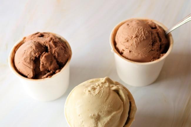 オリジナルアイス1830のフレーバーは、「カカオ×皮まで食べられるバナナ」「ヘーゼルナッツ×フィヤンティーヌ」「シシリアンピスタチオ」の全3種